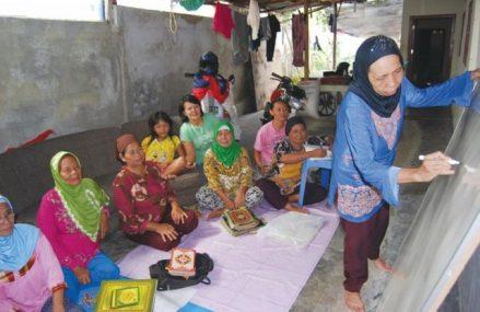Media Belajar Kebijakan Publik untuk Komunitas Buta Aksara: Eksperimen IDEA Yogyakarta