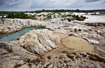 Pemerintahan Daerah dan Kutukan Sumber Daya Alam